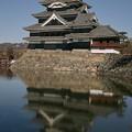 Photos: 松本城の鏡面像