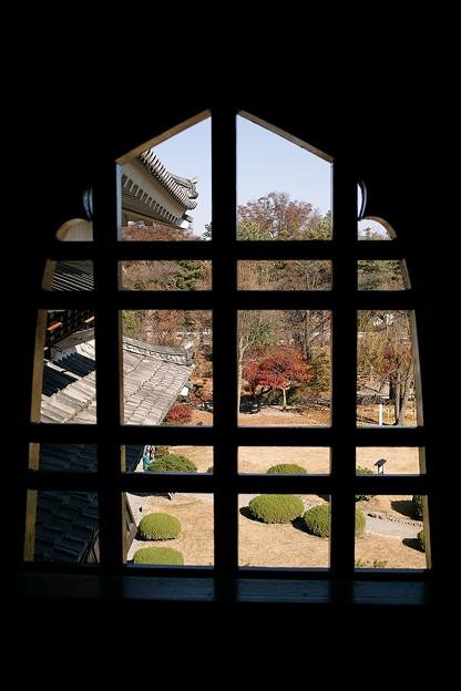Photos: 松本城から外を見ると