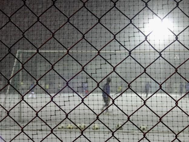 吹雪の夜のグラウンド