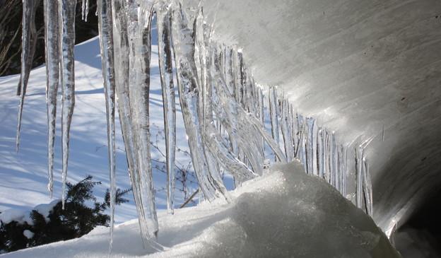雪庇とツララ