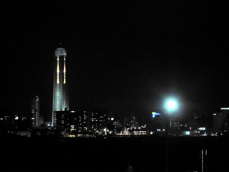 対岸の下関市海峡ゆめタワー