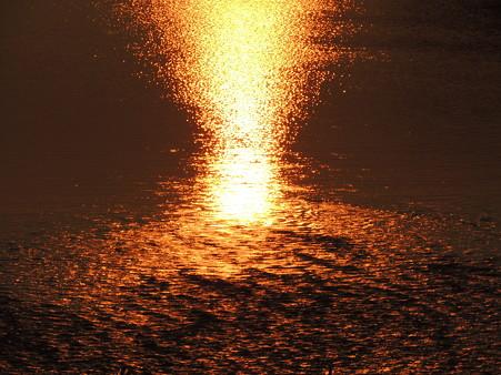 噴き上がる水花火