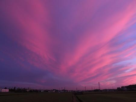 吹き出す夕焼け雲