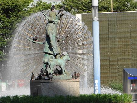 岡山駅広場の桃太郎像