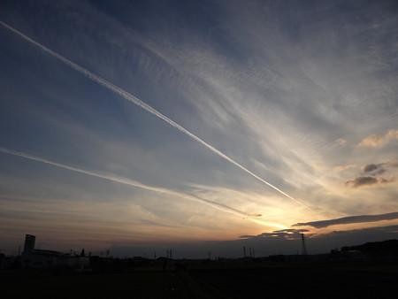 長~~い飛行機雲
