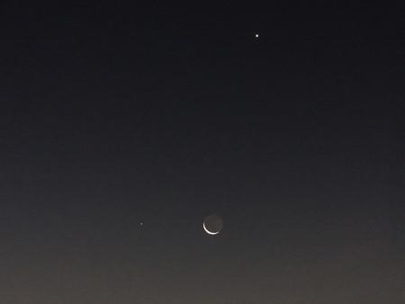 接近した月・水星・金星