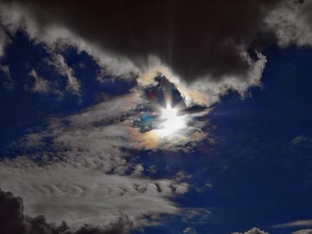 冬空の真光と彩雲