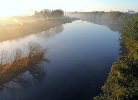 久澄橋下流の朝の光
