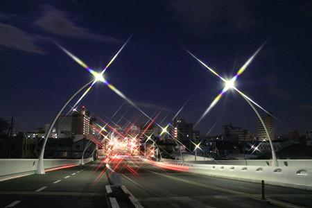 夜明け前の豊田大橋から