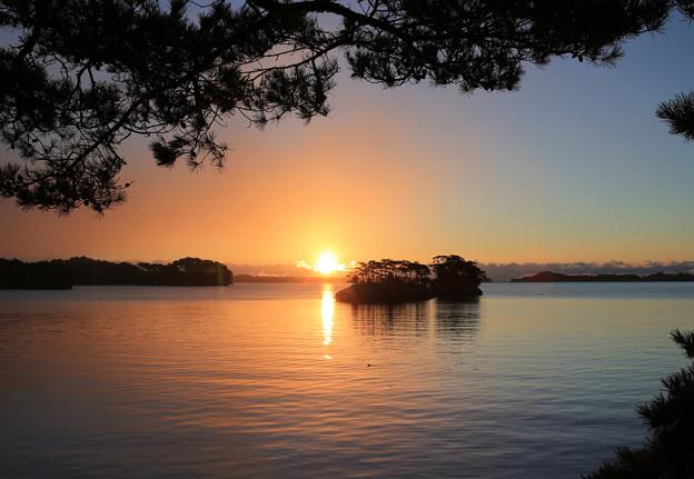 Photos: 松島に陽が昇る