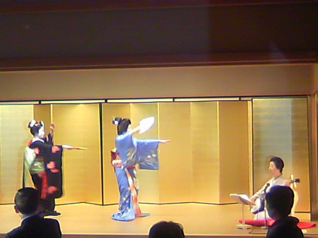 Photos: 披露宴で舞妓さんが祝舞。京都ならでは。