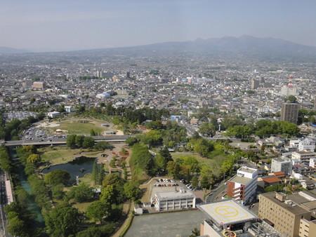県庁32階から赤城山を望む