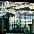 写真: ビルに映る空