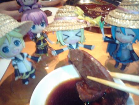 リン:「お肉お肉!! あぁーーん♪♪♪」
