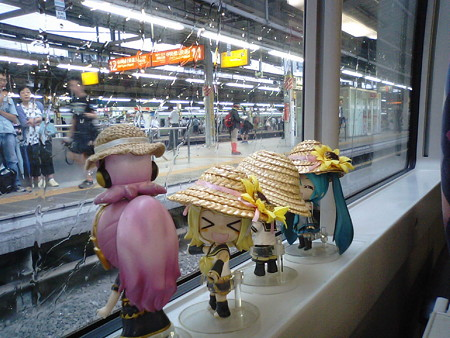 新宿駅に停車。 リン:「さぁこれからが、あずさちゃんの本番ですゅ...
