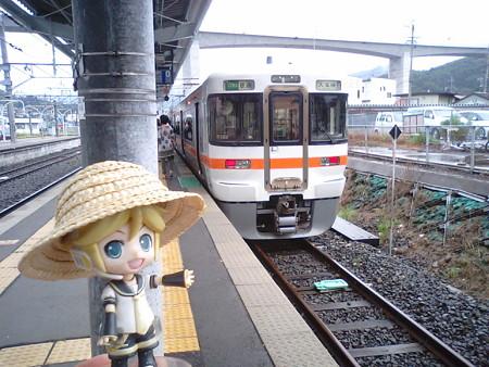 レン:「飯田線の電車、こっちだよ!」