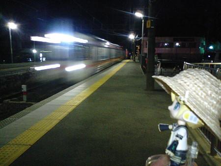 では帰りの電車に乗ります。 ■伊那市 19:13 → 岡谷  19:57   237M 普...