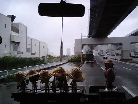 首都高10号晴海線高架下で待機してますが、15~20m以上の暴風...