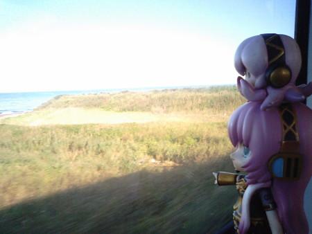 ルカ:「昨日はあの対岸の津軽半島にいたんですよね。こうしてみると...