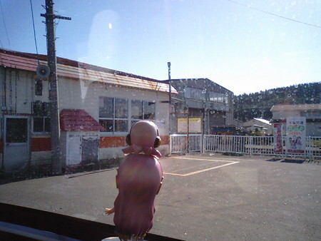 大畑駅に停車。旧国鉄大畑駅(後の下北交通大畑駅)跡です。昔走って...
