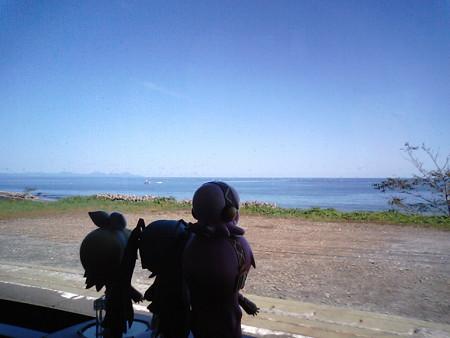 釣屋浜付近。 リン:「キタキタキタキタ太平洋ーーーーッ!!」 ミ...