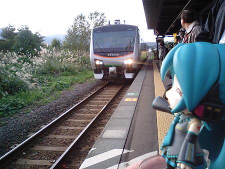下北駅からは、ハイブリッド気動車「リゾートあすなろ」で、青森へ向...