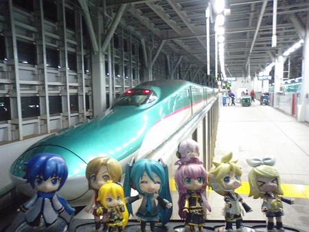 ミク:「それでは、みっくみく新幹線でヅバビューーーーンと東京に帰...