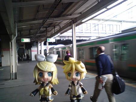 小山駅に到着です。 レン:「ここから両毛線だって」 リン:「おや...
