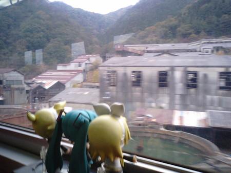 通洞→原向間。足尾銅山選鉱所跡。 ミク:「ものすごい廃墟ですね…...