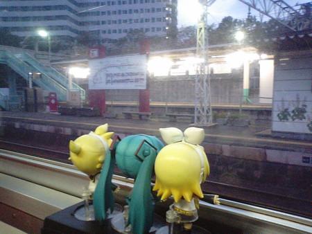 相老駅に停車、交換待ち5分。東武線乗り換え駅です。浅草行き特急「...
