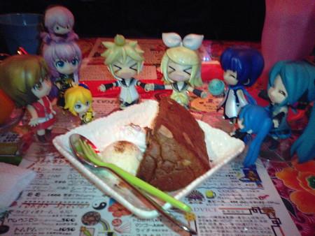 シフォンケーキで、リンレンのお誕生日をお祝い!! リン:「きゃは...