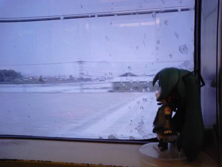 能登川→近江八幡間。 ミク:「この年末年始は、第一級の冬将軍さん...