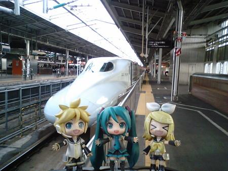 では鹿児島まで一気に新幹線で駆け抜けます。東京からの便は軒並み1...