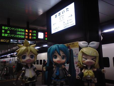 大分駅に到着。 ミク:「次の電車まで、ちょっと休憩ですね」