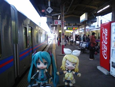 米子駅に到着!! ミク:「次の列車まで、1時間ちょっと待ちですね...