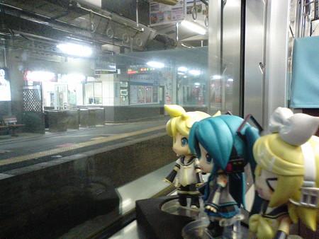 城崎温泉駅に停車。 レン:「城崎温泉かぁ……一度入ってみたいなぁ...