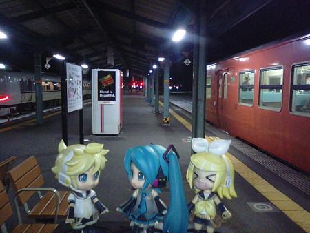 豊岡駅に5分遅れで到着。本日最後の乗り換えです。 リン:「そろそ...
