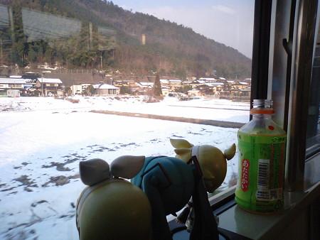 淵垣→梅迫間。梅迫まで来たら、霧も晴れて良い天気です。 ミク:「...