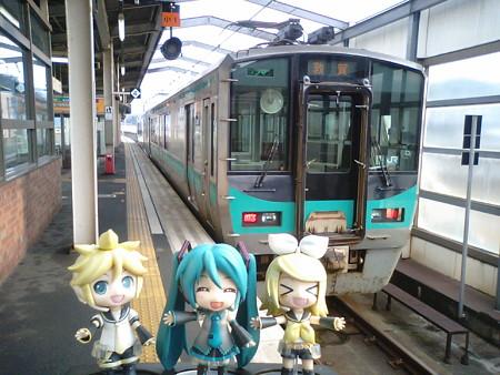 東舞鶴駅に到着。小浜線の125系電車に乗り換えます。 ■東舞鶴 8:55 → ...