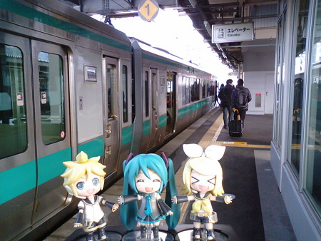 敦賀駅に到着しました。 ミク:「次の電車まで、30分くらい待ちま...
