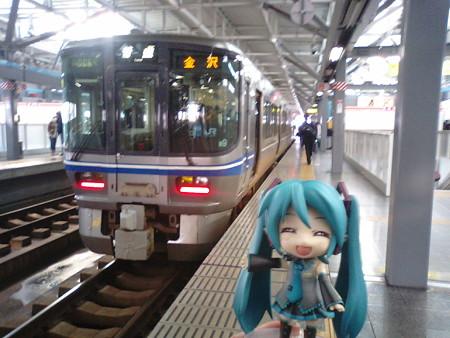 福井駅に到着。金沢行きに乗り換えです。またまた、521系2両編成です...