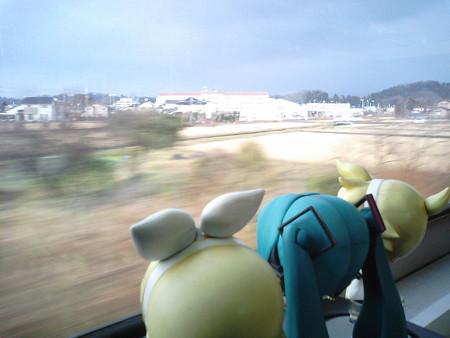津幡→倶利伽羅間。 レン:「あ、ほらあそこ!! 七尾線のデッドセ...