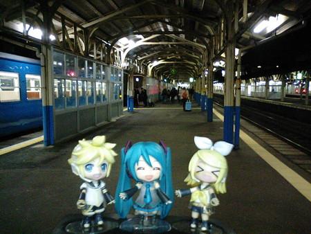ミク:「直江津駅に無事到着しましたー♪」 リン:「今日の旅は、ここ...