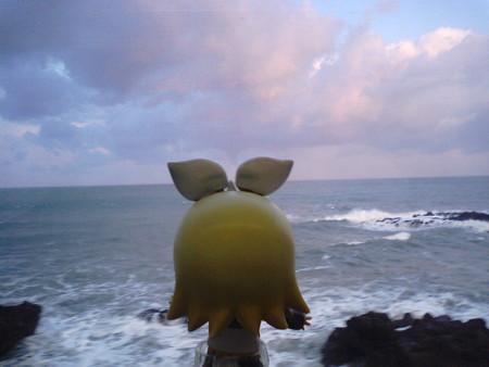 柿崎→柏崎間、青海川付近。 リン:「今日も日本海はゼッケーだなや(...