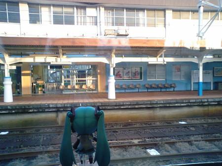 柏崎駅に停車。越後線がここから分岐します。