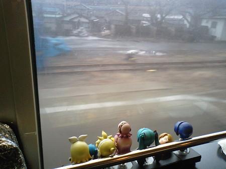 あつみ温泉→鶴岡間、三瀬駅通過。約25分遅れ。 年長組合流しました...