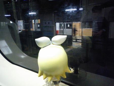 新屋駅に停車。3分遅れ。 リン:「あらやだ、もうすぐ秋田だわww」