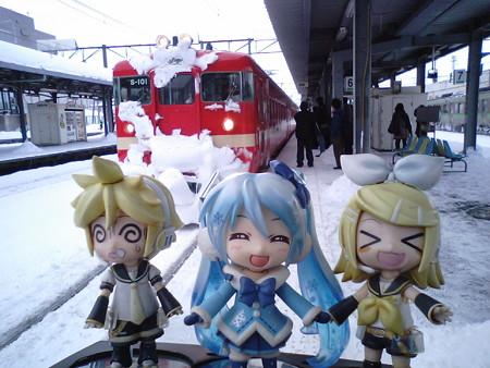 岩見沢駅で乗り換えを強いられましたが、ここからは本来運用の 711系電...