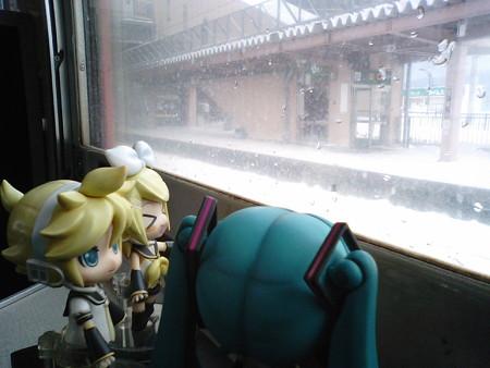 美唄駅に停車、10分遅れ。 リン:「だいすけPさんのふるさとー♪」 ...
