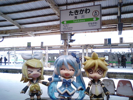 滝川駅に停車、10分遅れ。11:55発車予定、30分以上当駅で時間潰し...
